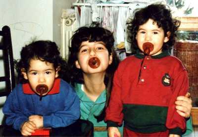 Due sorelline, invece... Beatrice, Virginia e Isotta nel 1992.