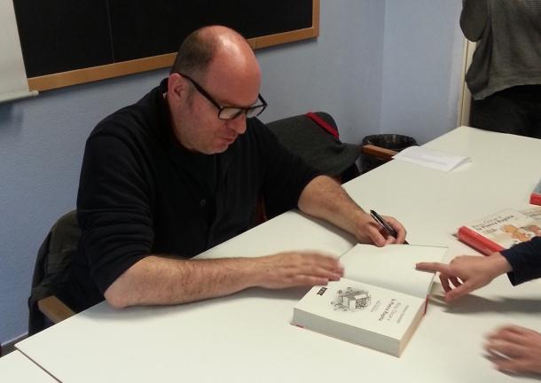Andreas Steinhöfel firma le copie dei libri di Rico e Oscar